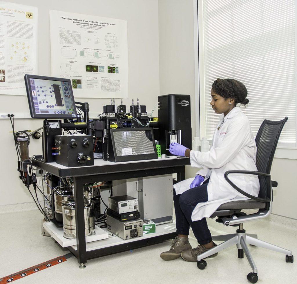 photo: PREP student DeJuana Ford doing lab analysis