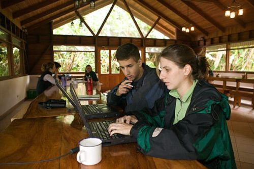 photo: students working in Costa Rica